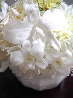 プリザーブドフラワー,お供え,お悔やみ,白色,和,デンファレ,デンドロビウム,ラン