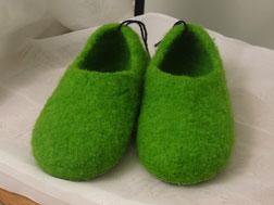 Filpuschen Modell Brava. Halbschuh in apfelgrün. Ohne Verzierung. In allen Größen und in allen Farben erhältlich.
