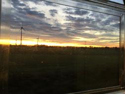 Blick aus dem fahrenden Zug.