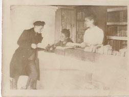 Коллектив районной библиотеки 1947 год, слева: Коршунов В. - активист; библиотекари: Смолева Августа Инокентьевна, СорокинаАнтонина Григорьевна