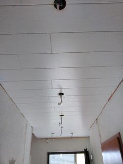 10 m² im Flur mit Paneele Deko Belluga in weiß montiert.