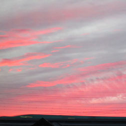 前日の夕焼けの色に合わせて…