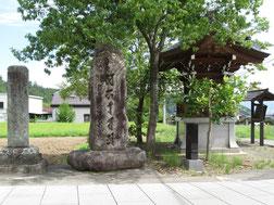 常楽寺参道にある五輪塔