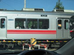 8:38 踏切を通過する上田行き電車
