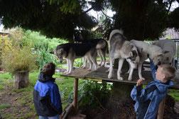 Wir spielen mit den Kindern..(Foto D. Bissig)