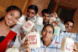 農村支援の一環として色々な製品づくりにも力を入れている こちらはインドバーブを使った入浴剤