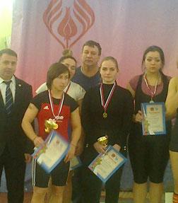 Ангелина Смирнова (в центре)