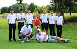 Erfolgreiche Ausbeute bei den Bayerischen Meisterschaften 2014, dem bisher erfolgreichsten Jahr: Steve Hampton (u.l.) und Ken Williams (u.r.) mit ihren jungen Talenten. Foto: Ralf Gamböck