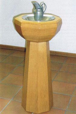 Die Taufstele mit Taufgerät