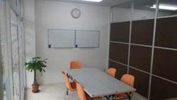 明るい教室で勉強もはかどります!