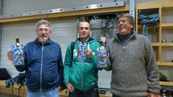 Sieger Jürgen G. mit den Zweitplatzierten Heinz und Florian