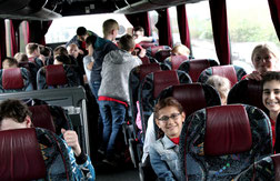 Gute Laune im Bus auf der Hinfahrt...