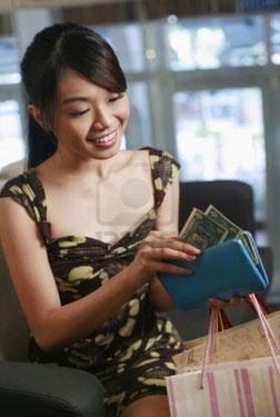http://us.123rf.com/400wm/400/400/inspirestock/inspirestock1112/inspirestock111224204/11524271-mujer-contar-dinero-en-su-cartera.jpg