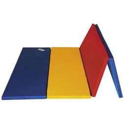 Aire d'évolution gymnastique multicolore en mousse Sarneige à acheter pas cher. Aire d'évolution de couleur bleu, jaune et rouge Sarneige de qualité pour la gym.