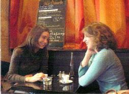 14h15 : Break détente ! Déjeuner entre copines. Juliette retrouve Séverine aux Champs-Élysés.