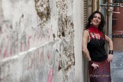 Compagnia Soleluna porta nel mondo e nel presente i suoni, i ritmi, le danze, il fuoco e la passione della tradizione musicale dell'Italia meridionale. Tammurriate, Pizziche e Tarantelle si vestono di nuovi colori attraverso i brani inediti della Compagni