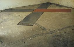 Matthieu van Riel. Z.T. 340x400x0,2cm pigment en metaalplaten op vloer 1987