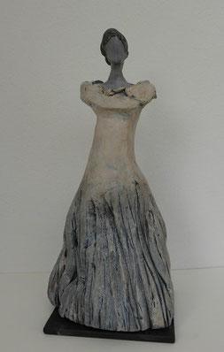 Dame mit Kleid, Ton bemalt, 25 cm, Vorderansicht