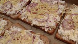 Ratzfatz bereitest du dir den Toastflammkuchen auf dem Ofenzauberer von Pampered Chef zu.