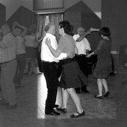 Les danseurs en bal