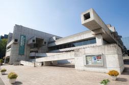 アートプラザ(旧大分県立図書館)
