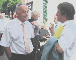 Dirigent Werner Wyss im Gespräch mit dem Dirigenten des Männerchors Würenlingen