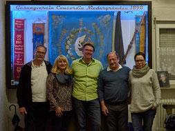 Die Vorstandsmitglieder vor der neuen Vitrine GelnhäuserTageblatt 04.04.2016 Foto:Hußler