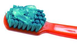 Welche Zahnpasta empfehlen Zahnärzte für Babys? (© Curaden Swiss GmbH)