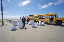 schulbus, hochzeit am strand, kirchliche trauung, kirche ording, getting ready, hochzeit am strand, sektempfang, hochzeitsbilder am strand