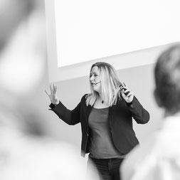 Power-Posing Körpersprache Erfolg Business Seminar Training Mimik Gestik Verhandlung Erfolg