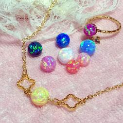 京都オパールの扱いカラーです。        刈安(黄)ネックレス             瑠璃色(紺)                 虹(ピンク)                 露草(青)                  胡粉(白)                  甚三紅                    桜(うすピンク)               浅葱(水色)                 杜若(紫)