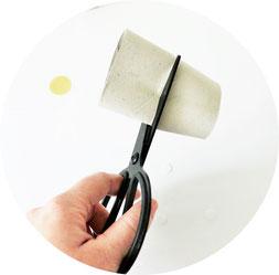 Bild: DIY Eierbecher & Serviettenringe basteln - mit dieser Upcycling Idee schöne Dekoration für Ostern ganz einfach aus Papierrollen selber machen // Anleitung von partystories.de // #Ostern #Osterparty #Osternfeiern #Osterbrunch #diydeko #partystyling