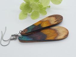 Ohrringe aus Holz, bunt