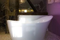 stylische Badewanne in der Träumerei