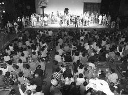 盛況の嘉穂劇場