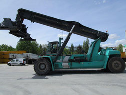 used Kalmar Reachstacker DRF450 working in the port