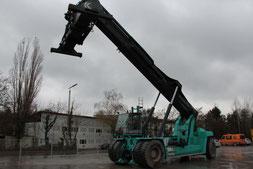 reach stacker usada Kalmar DRF450-75S5X en camino a Vietnam