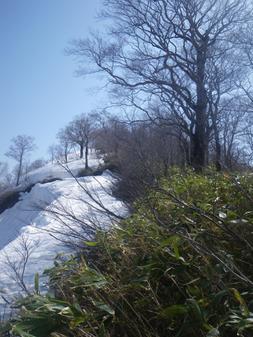 1400m手前で雪庇崩落個所が・・