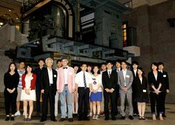 新聞博物館にて記念撮影