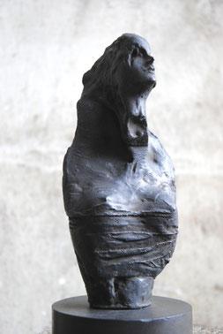 エヴァ、前を向いて   bronze / h.20cm