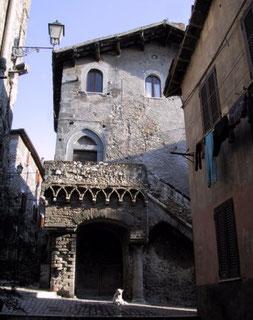 OmoGirando la Casa Gotica