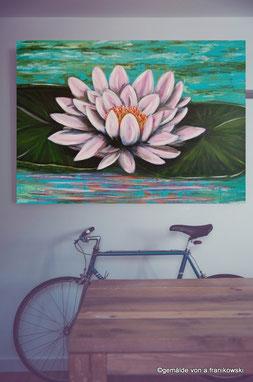 Acrylgemälde Seerose in einem Wohnraum Beispiel, Leinwandbild online kaufen.