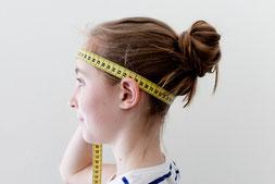 Kopfweite messen. Manu Junemann