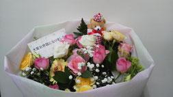 沢山の花材が入っていますので花束でも立つ事が出来ます