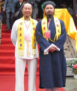 """Man Yan et son frère taoiste Maitre Feng Lei Yi au temple """" de la joir authentique"""" à Kumming. Fête de l'invitation de Lao Tseu."""