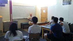 講習を受けるトレーナープログラム志望の学生たち