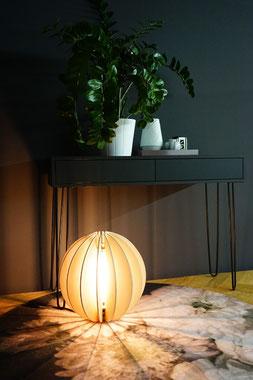 LED Holz Bodenlampe aus Birke natur Kugel