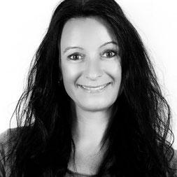 Anne Höss Fotografenmeisterin - Inhaberin von Compendium Studios für Photographie - Unternehmensfotografie mit dem Schwerpunkt Personal Brand und Employer Brand in Weil der Stadt,Sindelfingen,  Böblingen, Calw, Pforzheim, Stuttgart