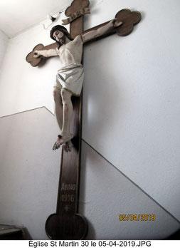 Le Christ dans la cage d'escalier menant au jubé et à l'orgue.