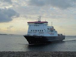 Le M/V Commodore Clipper arrivant à Saint-Malo, après son retour de cale sèche.